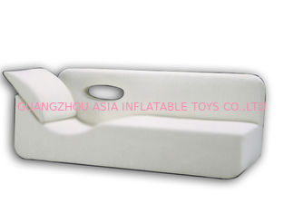 Chiny White Pvc Tarpaulin Inflatables Furniture ,  Inflatable White Couch Sofa For Living Room fabryka