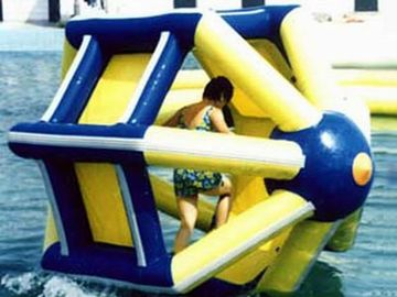 Chiny PVC tarpaulin Inflatable Water Roller , Inflatable Water Park Amusement Equipment fabryka
